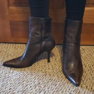 Apostrophe Brown Heels